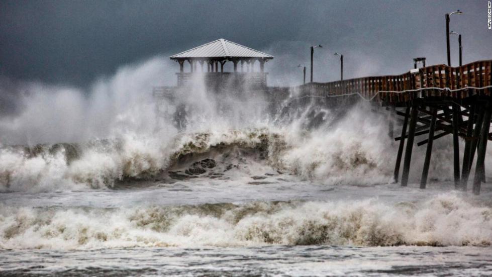 """外媒:飓风""""佛罗伦斯""""肆虐已致11人死亡"""