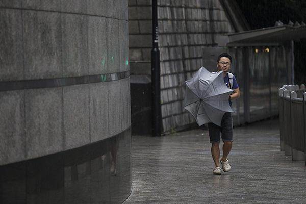 """香港澳门升级发布""""十号风球""""最高警告信号,停止户外活动"""