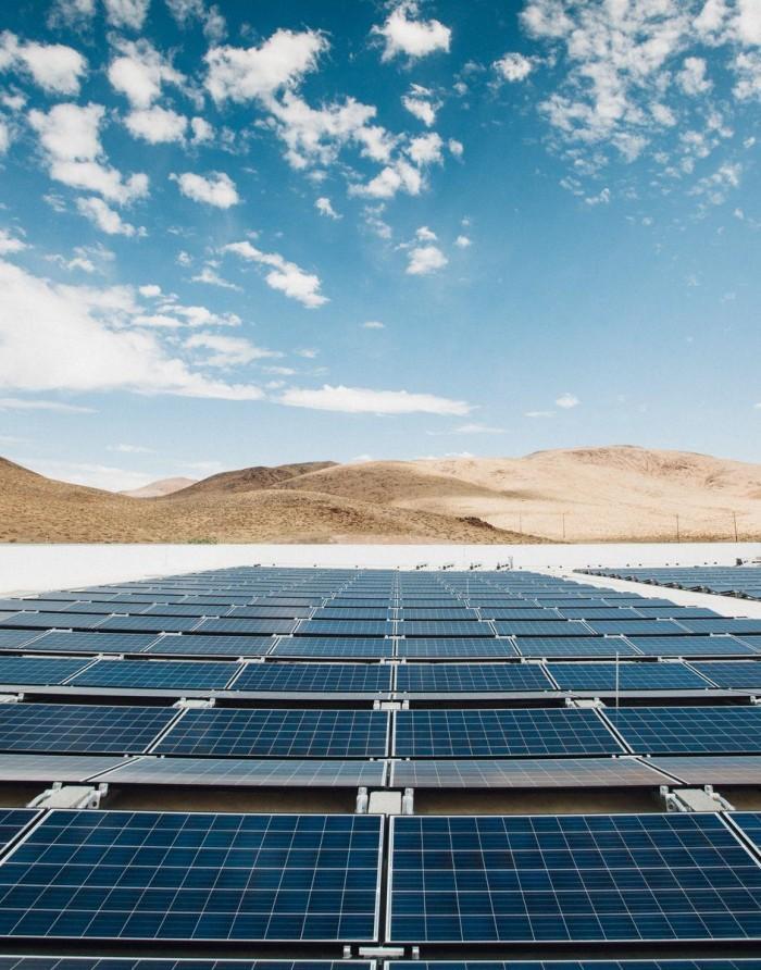 特斯拉发布全球最大屋顶太阳能阵列照片