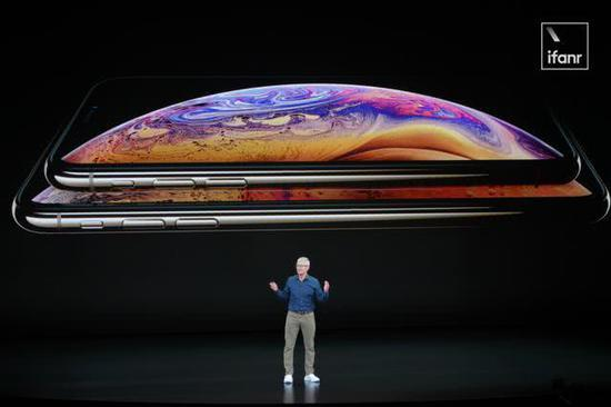 库克:我们从中国学会了做大屏iPhone和双卡双待
