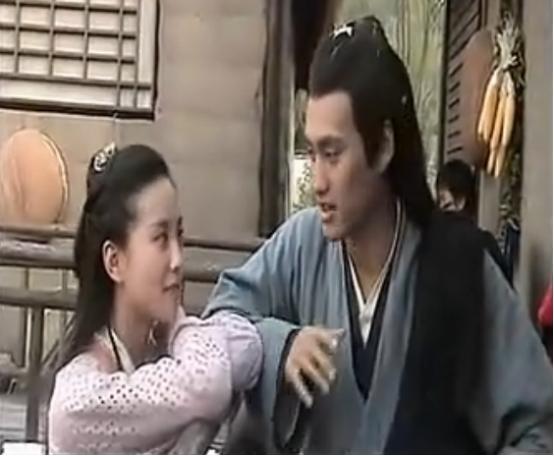 当年《射雕英雄传》片场,刘诗诗一直盯着袁弘手里吃的,超可爱!