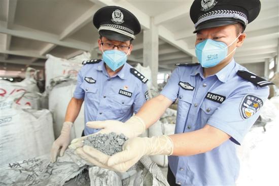 """广州海关摧毁24个走私""""洋垃圾"""" 犯罪团伙 35人被抓"""
