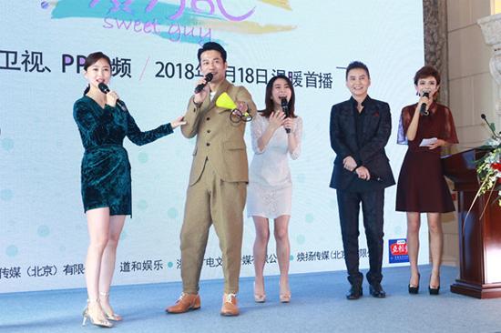 在剧中除了霸气总裁型暖男佟俊铭(章小军饰)外,更是各型各款的暖男图片