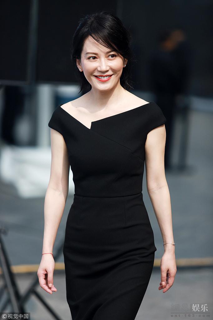 """[星娱闻]袁泉与俞飞鸿大玩""""黑白配"""" 气场爆棚"""