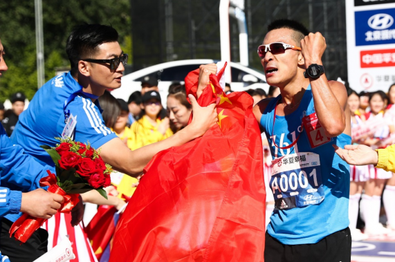 """中国首个马拉松大满贯冠军李子成:""""科学补充很关键"""""""