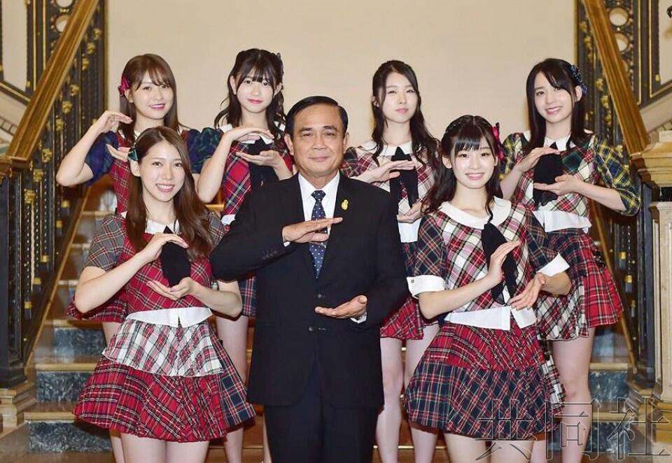 AKB48造访泰国总理府献演并与巴育合影
