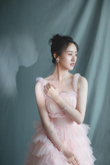 [星娱闻]袁冰妍化身芭蕾天使  自信优雅阐述百变风格