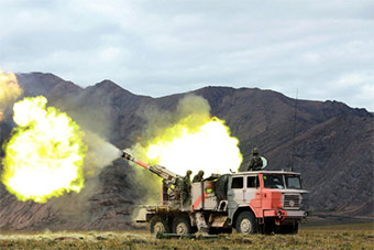 炮兵青藏高原实弹发射某型突击炮锤炼本领