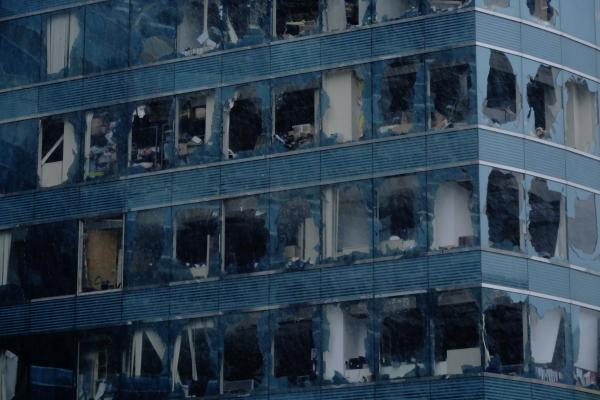 """""""山竹""""肆虐香港已致200余人受伤 玻璃窗被吹破脱落"""