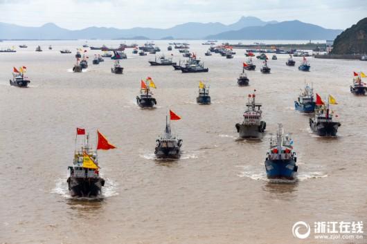 """渔船""""解禁"""" 东海开渔"""
