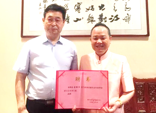 泰国陕西总会会长受聘为铜川市侨联名誉主席