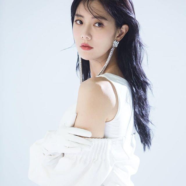 组图:性感韩女星Clara运动写真 丰胸迷人线条健美