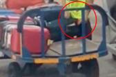 震惊!西班牙机场托运员被曝偷乘客行李箱中物品