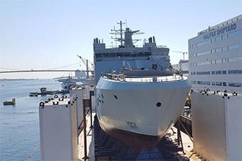 加拿大建造北极巡航舰下水 明年交付加海军