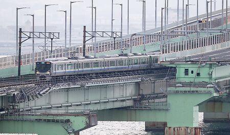 日本关西国际机场联络桥铁路部分恢复,交通大幅改善