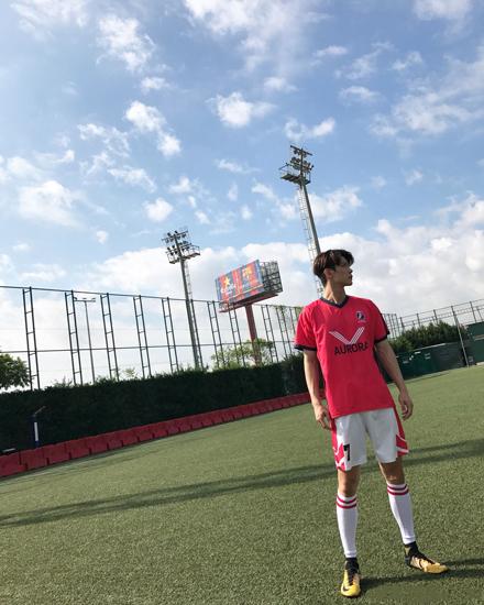 """《出线了,初恋》杀青 边一鸣挑战""""足球少年"""""""