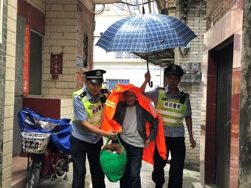 """台风""""山竹""""过境 民警坚守一线护平安"""