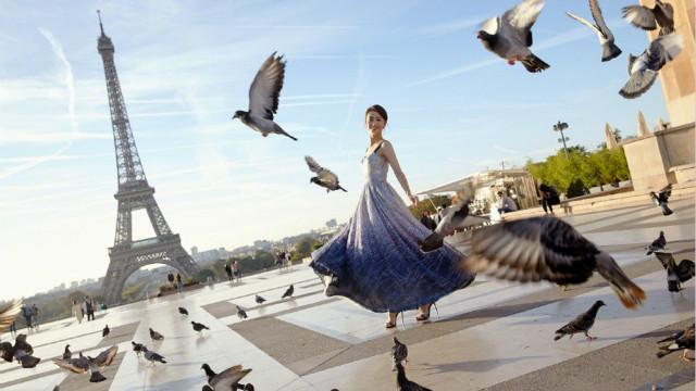 佟丽娅成法国旅游大使 优雅出镜造型百变