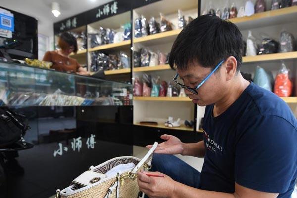 浙江夫妇11年修复7万余件奢侈品