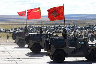 俄罗斯记者镜头下东方2018演习 中俄装备对比明显