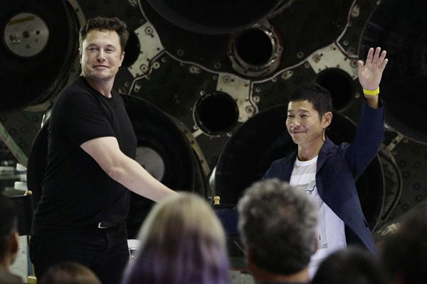 马斯克揭晓SpaceX绕月旅行首位私人乘客