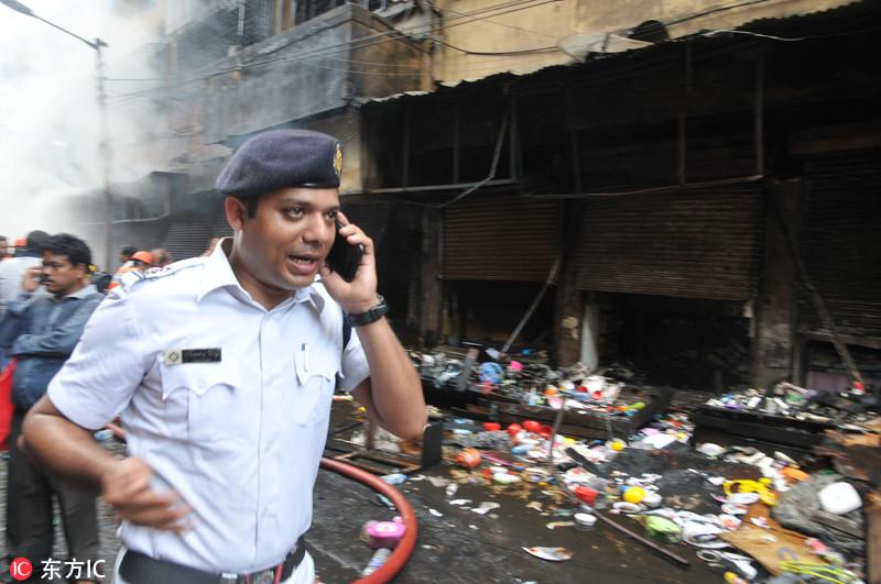 印度最大批发市场发生火灾 现场浓烟滚滚