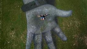 大地作画板 瑞士日内瓦现5000平米巨型地景画