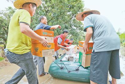 """台风""""山竹""""逐渐减弱 多地积极开展救灾重建工作"""