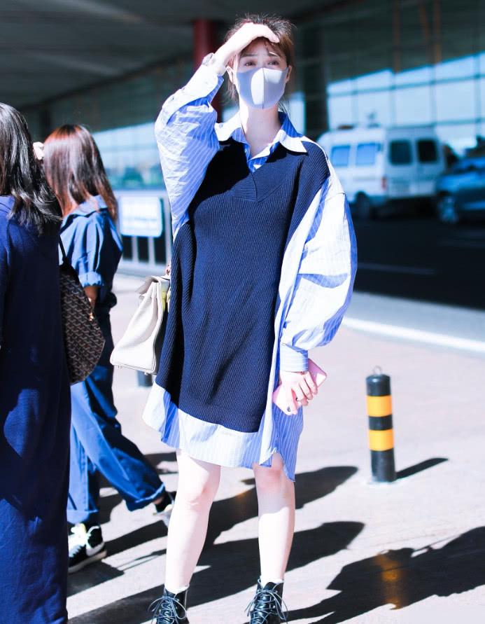 这还是120斤蒋欣?马丁靴+下衣失踪,光看腿还以为是奚梦瑶!