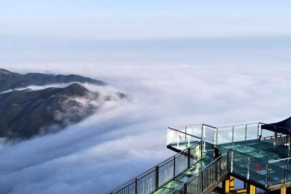 探访广东海拔最高的玻璃天梯