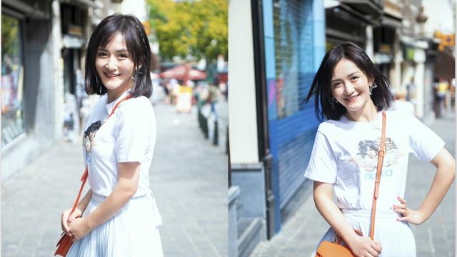 谢娜穿白衣长裙畅游街头 笑容明媚中长发清爽可人