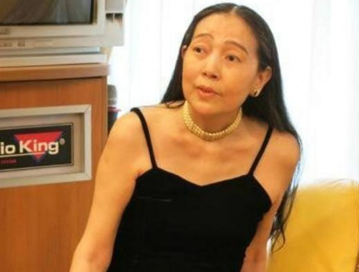她61岁身价上亿却5婚5离,找鲜肉男友败光8亿家产,还遭到家暴!