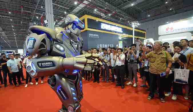 泰坦机器人亮相中国国际工业博览会 技能满点引围观