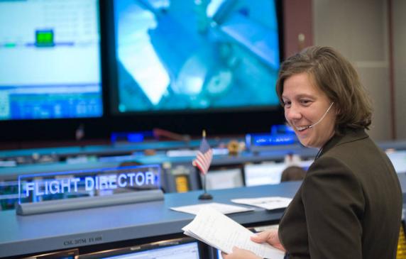 外媒:NASA任命其首位女首席飞行员