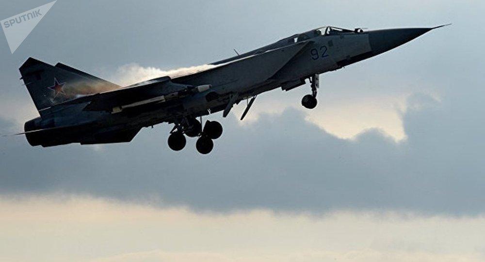 俄罗斯一架米格31战斗机坠毁 两名飞行员生还