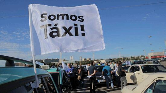 葡萄牙出租车司机就网约车平台合法化法案举行抗议