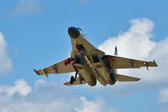 重型战机南海上空进行实弹射击训练