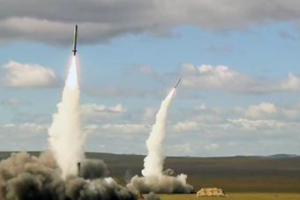 俄军最强战术导弹亮剑:伊斯坎德尔M双发齐射