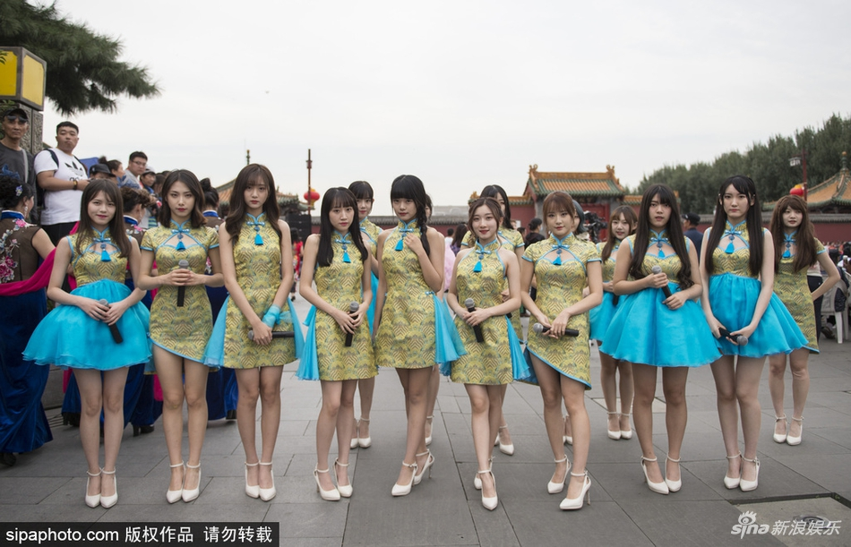 SHY48众美少女穿旗袍开唱秀大长腿