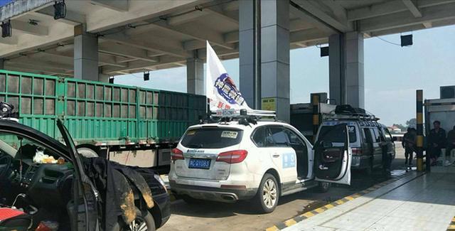 河南救援队广东救灾返程被卡,收费站:没在湖南救不能免费