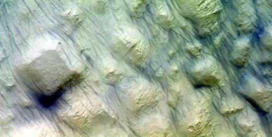 ESA公布在沙暴褪去后火星地表图片
