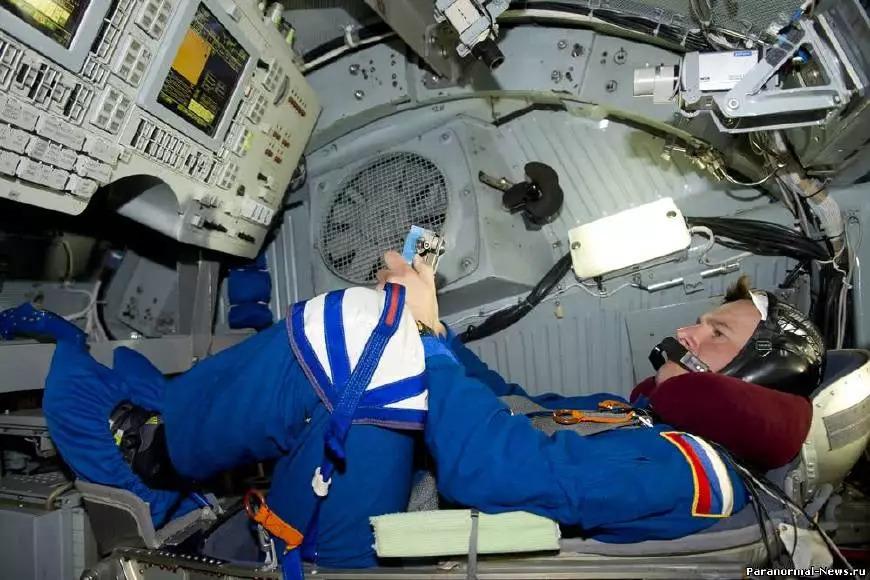 """国际空间站发生漏气事故 俄宇航员""""愁白头"""""""
