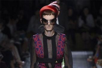 Prada将黑丝穿在身上?