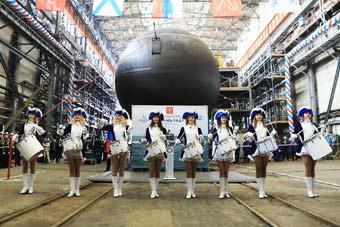 """俄最新一艘拉达级潜艇隆重下水 号称能""""隐形"""""""