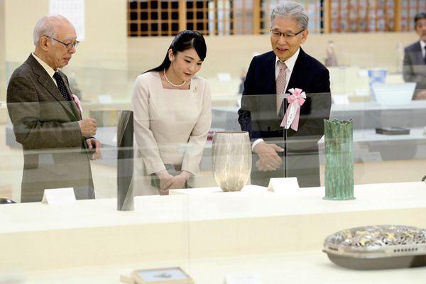 日本真子公主参观传统纺织艺术展