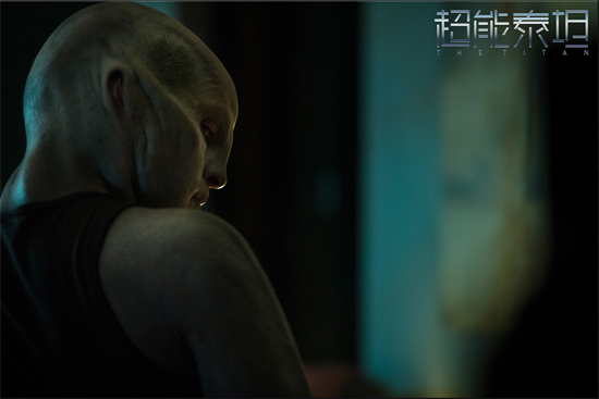 《超能泰坦》定档10月12日 曝新款海报引发悬念