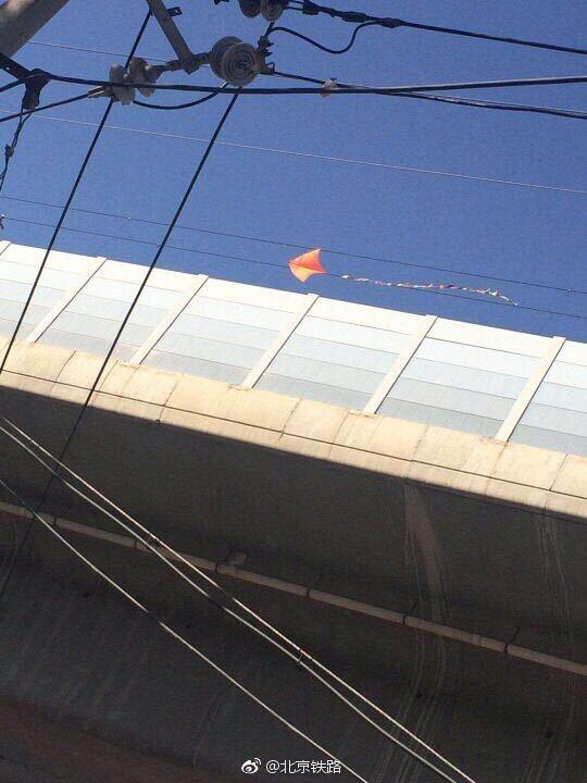 京津城际铁路接触网挂风筝致部分列车晚点,目前在逐步恢复