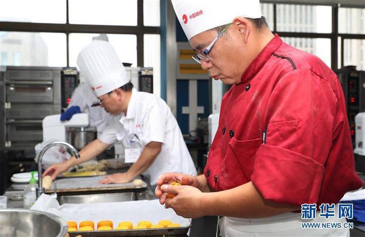 上海:月饼师傅赛技艺