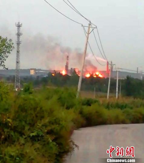 河北临城一焦化厂突发大火 当地环保局:对环境未造成较大影响