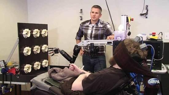 DARPA脑机接口技术突破 单人同时操控三架无人机